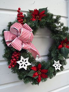Christmas Poinsettia Snowflake Wreath.
