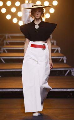 Jacquemus | Ready-to-Wear Spring 2017 | Look 26 Look Fashion, Runway Fashion, High Fashion, Fashion Show, Womens Fashion, Fashion Design, Fashion Trends, Red Fashion, Spring Fashion 2017