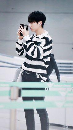 Renjun In Icheon Airport Wellcome to Indonesia Injunn Sayangggg:) Taeyong, Jaehyun, Nct Dream Members, Huang Renjun, Jisung Nct, Fandom, Winwin, Boyfriend Material, Beautiful Boys