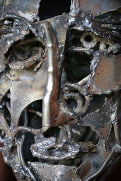 """Monica Montal ; Escultura en hierro ; """" Humano"""""""