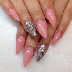 Almond shape nails are for those with modern taste. Quality is important to you, and you won't go for anything that looks dated or vintage. This softer version of the stiletto has a future-classic appeal that suits you perfectly. There are two options to get almond shaped nails, either you do it at home by …
