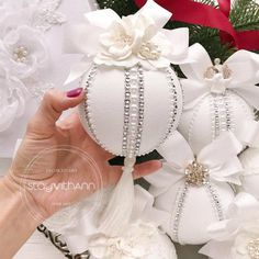26 Rustic DIY Christmas Ornaments to Create an Ambiance of Warmth - The Trending House Shabby Chic Christmas Ornaments, Gold Christmas Decorations, Christmas Ornament Crafts, Handmade Ornaments, Diy Christmas Ornaments, Handmade Christmas, Christmas Wreaths, Christmas Christmas, Christmas Mantels