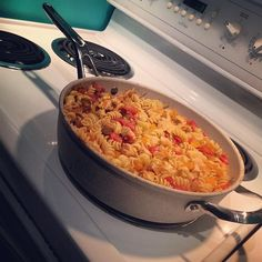 One pot meal with the new The Rock Ceramic cookware! One Pot Pasta, Cookware Set, One Pot Meals, Paella, The Rock, Casserole Recipes, Bon Appetit, Macaroni And Cheese, Lisa
