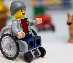 Lego presenta su primer figura en silla de ruedas