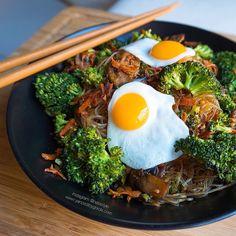 Las mejores recetas fitness y la mejor cocina saludable la encontrarás aquí. Hoy Fideos de guisante con verduras a la plancha ¡Te encantarán!