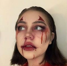 Are you looking for inspiration for your Halloween make-up? Browse around this website for creepy Halloween makeup looks. Spooky Halloween, Unique Halloween Makeup, Halloween Makeup Clown, Clown Makeup, Halloween Kostüm, Costume Makeup, Helloween Make Up, Makeup Inspiration, Makeup Ideas