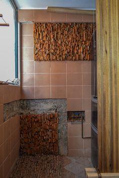 Casa Alegrana: renovación personal y detallada de una vivienda en Quito. Reciclaje de ladrillos del derribo para revestimientos