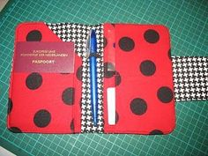 Quilting DD requested a passportsleeve too and since I had to sew one anyway, I might as well take pictures and write a tutorial. Here we g...