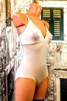 df8b4352e4 Vintage flesh sliPpy Body girdle shaper control level light UK 14 EURO 42  R16151  fashion
