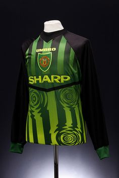 Manchester United Football Shirt goalkeepers) Still have this one Classic Football Shirts, Best Football Team, Football Kits, Football Jerseys, Manchester United Legends, Manchester United Football, Man Utd Fc, New England Football, Vintage Sportswear