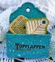Miniature Doll House German Enamelware Topflappen/Hot Mat Holder