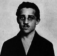 obljaj, gavrilo princip werd op 25 juli 1894 geboren hij woonde in bosnie wat vroeger bij oosterrijk-Hongarije behoorde. hij was een Servische nationalist en maakte waarschijnlijk deel uit van de zwarte hand gavrilo princip is de moordenaar van franz ferdinant. hierdoor werd princip veroordeeld voor 20 jaar gevangenisstraf en overleed aan tuberculose na twee jaar zijn straf uitgezeten te hebben