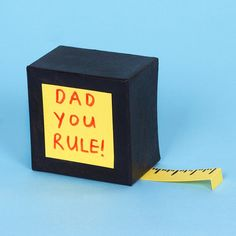 Let your Dad know that he rules this Father's Day with this fun DIY tape measure craft. Father's Day Specials, Craft Free, Fathers Day Crafts, Tape Measure, Flip Clock, Digital Alarm Clock, Paper Plates, Craft Gifts, Crafts For Kids