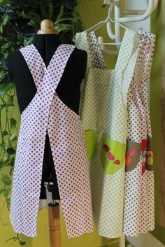 Everyone in the kitchen naniecousette Coin Couture, Couture Sewing, Apron Dress, Diy Dress, Sewing Online, Fashion Illustration Vintage, Sewing Aprons, Aprons Vintage, Creation Couture