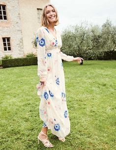 fave statement piece from the Boden spring/summer collection. it isn't summer without floaty florals, and I love the touches of colour on a neutral base perfect for a summer wedding abroad. Best Wedding Guest Dresses, Dresses To Wear To A Wedding, Maxi Dress Wedding, Event Dresses, Occasion Dresses, A Line Skirt Outfits, Latest Fashion Dresses, Women's Fashion, Fashion Trends