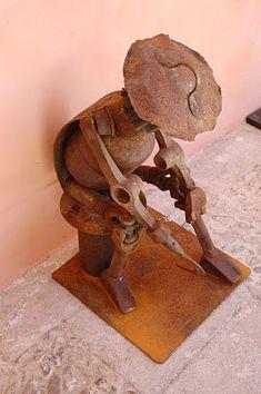 Juan Jesús Villaverde. Esculturas en hierro reciclado: El descanso del segador