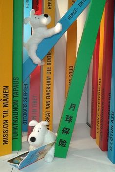 The Boutique Tintin (Brussels) Store's new autumn 2013 window; Snowy is the star together with the albums!