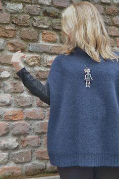 Nero e blu Maglia di Cachemire    Black and Blue  cachemire sweater thanks to @Clarissa Vintage