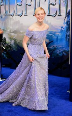 Elle+Fanning+at+Maleficient+World+Premiere+in+Hollywood+(May+28,+2014)+(11).jpg (370×594)