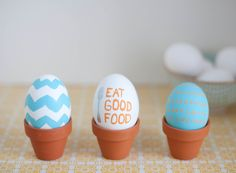 Different Ways to Decorate Easter Eggs - Sugar and Charm - sweet recipes - entertaining tips - lifestyle inspiration