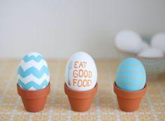 cute idea: mini terra cotta pots to display decorated Easter eggs! (Sugar and Charm)