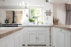 Chichester painted country kitchen, fitted kitchen and kitchen ideas Neptune Home, Neptune Kitchen, Style Cottage, Freestanding Kitchen, English Kitchens, Bespoke Kitchens, New Kitchen, Kitchen Ideas, Kitchen Designs