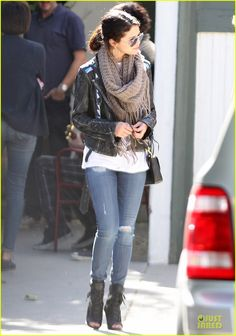 Selena Gomez, I Must have huge scarf this year!