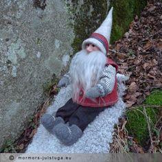 Glada tomtegubben Gladur. Gnome named Gladur. Swedish handicraft.