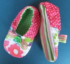 These little shoes (tutorial and pattern here ) are for a very special little one year old who was born with her fingers and toes fused tog...