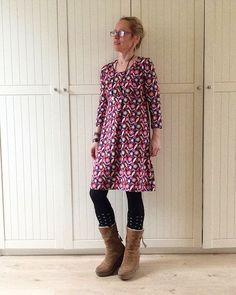 """Im Kleid nach einem Schnitt von rosa p. aus dem wunderschönen Buch """"ein Schnitt vier styles"""" ( eine traumhafte Jacke daraus auch heute bei @soneasonnenschein 😘) starte ich heute ins Wochenende. Habt einen schönen Tag!  #rosap. #rosa_und_das_einfache_leben #einschnittvierstyles #Lillestoff #enemenemeins #nähen #sewing #nähenfürmich #madebyme #selbstgenäht #Maiundmeer"""