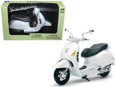 Vespa GTS 300 Super White Motorcycle 1:12 by New Ray