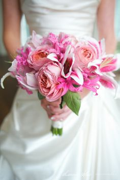 all bridal bouquets made and designed by bridal blooms & creations. #weddings #bouquets #bridalflowers #bridallook #weddingflowers #floraldesign #texasweddings #bridalblooms #bridalbouquet  Photography by Shannon Skloss Photography