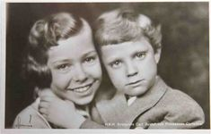 Awwwww! A too-sweet portrait of Gustav Adolf's 2 youngest children, Princess Christina and only son, Prince Carl Gustav.