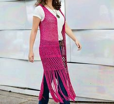 Crochet patterns free: See how beautiful waistcoat in crochet. with a beautiful pink color. a beautiful work yarn crochet. Gilet Crochet, Crochet Vest Pattern, Crochet Jacket, Crochet Cardigan, Crochet Shawl, Crochet Yarn, Crochet Patterns, Crochet Girls, Crochet Woman