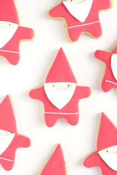 I love these gnome cookies.  I wonder if I could do something like this with a star cutter.... From Hello Naomi: christmas.. already??!!