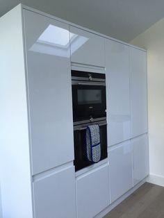 White high gloss howdens handle less kitchen, Siemens iq700, wooden floor