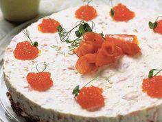 Kylmäsavulohikakku - Reseptit - Yhteishyvä Sandwich Cake, Sandwiches, Smoked Salmon, Feta, Panna Cotta, Cheesecake, Dairy, Pudding, Ethnic Recipes