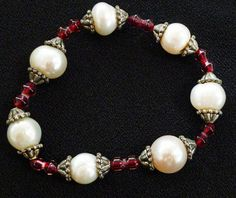 VTG 11MM WHITE BAROQUE PEARLS-RED GLASS BEADS BRASS BEAD CAPS STRETCH BRACELET #Unbranded