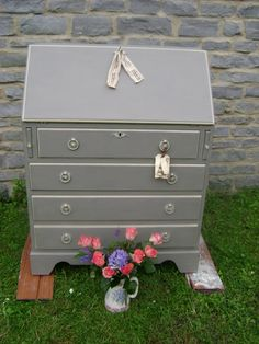 Writing bureau, painted in Annie Sloan 'French Linen' & 'Country Grey' - lovely colour, not so nice piece of furniture Furniture Update, Furniture Repair, Furniture Plans, Kids Furniture, Furniture Makeover, Furniture Design, System Furniture, Furniture Chairs, Garden Furniture