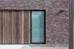 House Roof, Facade House, Sustainable Architecture, Contemporary Architecture, Bungalow, Boarding House, Brick And Wood, Underground Homes, Timber Cladding