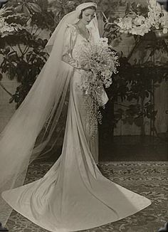 6 Beautiful Wedding Dress Trends in 2020 Vintage Wedding Photos, Vintage Bridal, Vintage Weddings, Wedding Dress Trends, Wedding Attire, Bridal Gowns, Wedding Gowns, 1930s Wedding Dresses, Fotografia Retro