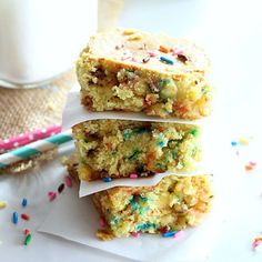 Cake Batter Bars are chockfull of sprinkles and cake batter flavor! They are easy to make with the help of a cake mix. Get the recipe at or click the link in bio. Hashtag if you make this recipe. Cake Batter Bars, Cake Mix Bars, Cake Mixes, Loaded Potato Soup, Vegetarian Cake, Thing 1, Buzzfeed Food, White Chocolate Chips, Party Desserts