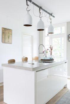 Colorful yet minimalistic apartment renovation (via Bloglovin.com )