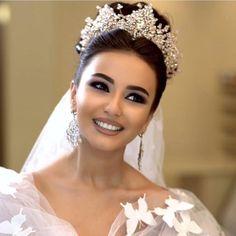Best bridal veil with tiara headpieces Ideas Bridal Crown, Bridal Tiara, Headpiece Wedding, Bridal Headpieces, Wedding Bride, Foto Wedding, Wedding Veils, Wedding Ideas, Wedding Dresses