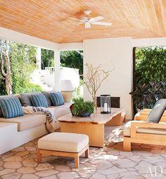 outdoor area - cozy