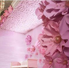 Oh my gosh! What a wedding set up Photo from Who is after a photo shoot in front of those giant flowers? Paper Flowers Craft, Large Paper Flowers, Paper Flower Wall, Giant Paper Flowers, Big Flowers, Flower Crafts, Paper Decorations, Flower Decorations, Wedding Decorations