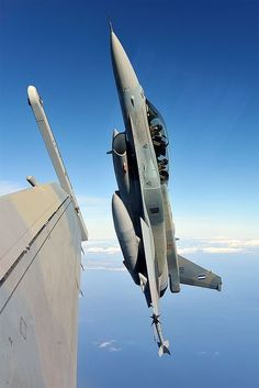 2 Hellenic (Greek Air Force) climbing up Military Jets, Military Weapons, Military Aircraft, Fighter Aircraft, Fighter Jets, Airplane Fighter, Ala Delta, Jas 39 Gripen, Jets