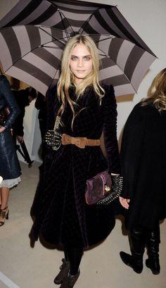 Black dress + bow belt + boots = gothic glam.