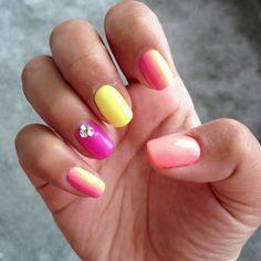 Love the tropical coloured nails! #GoTropical