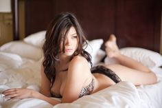 Nai Li by ronin shintaro. Great pose for curvy ladies, too